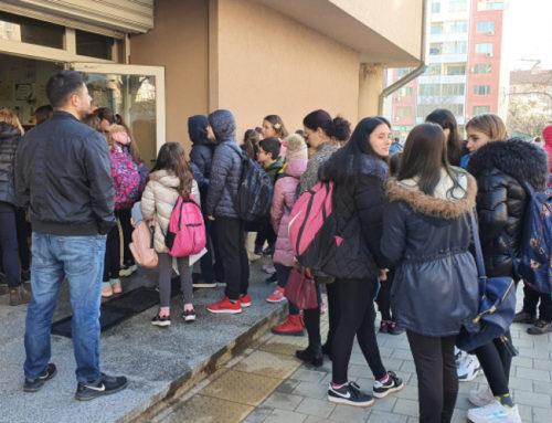 Мерят температурата на децата в Бургас